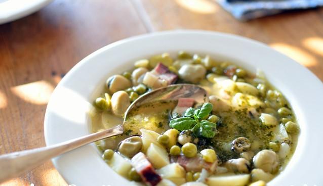 Soupe aux fèves et petits pois